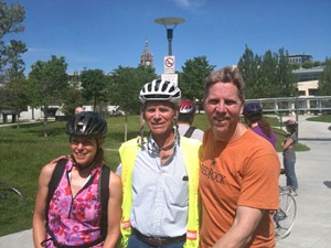 Kate Becker and Salt Lake City Mayor Ralph Baker (center) on a tour around town with the Metal Cowboy.  Photo courtesy of Joe Kurmaskie